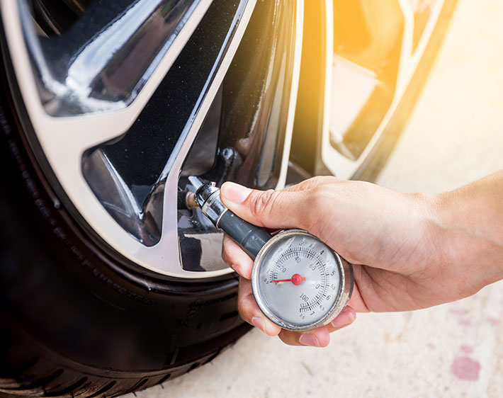 Check Tire Pressure >> 5 New Year S Resolutions For Your Car Never Say No Auto