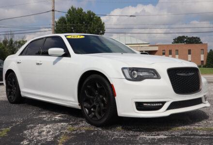 2017 Chrysler 300 – Springfield MO
